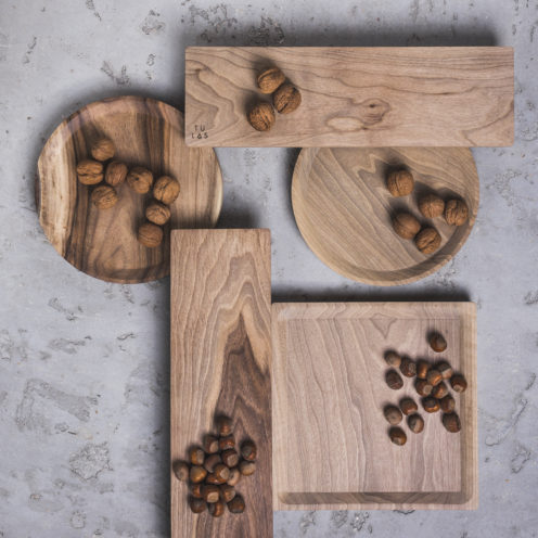 OSTE square serving plate – walnut wood in cold tones, low feet