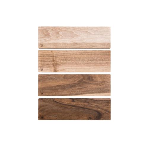 OSTE longy serving plate – walnut wood in warm tones, high feet